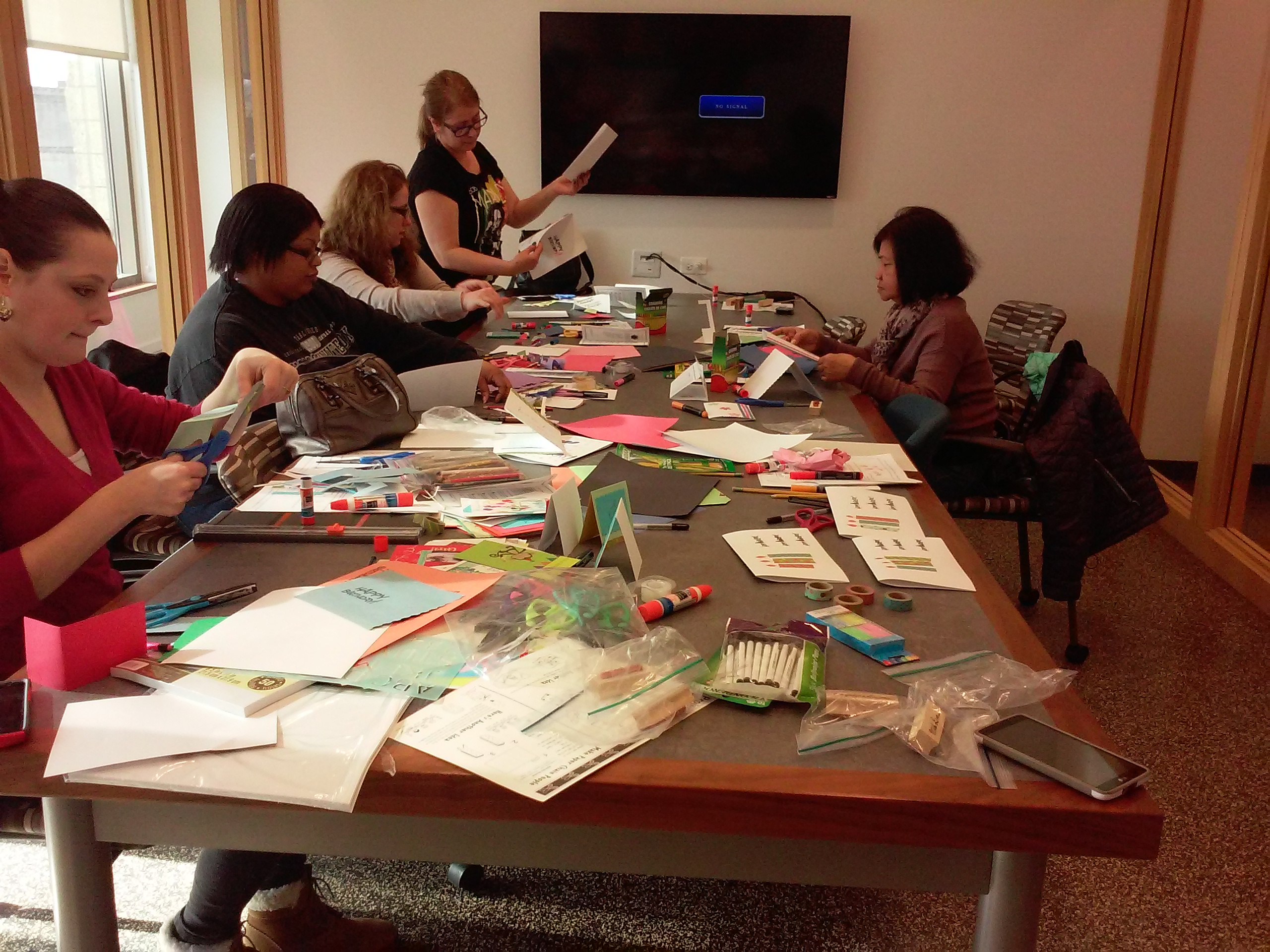 guests making cards (2)
